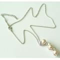 #6433 Hõbedast kaelakett pärlitega ja tsirkoonidega ripatsiga