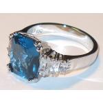 #6903 Hõbesõrmus tsirkoonidega ja sinise safiiriga